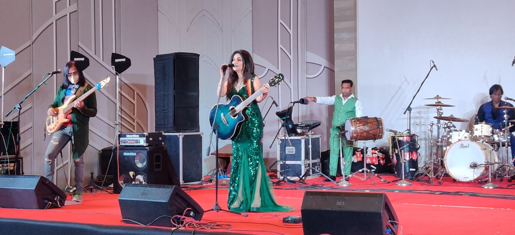 Shibani Kashyap Performed at the NYE Gala dinner at Courtyard By Marriott