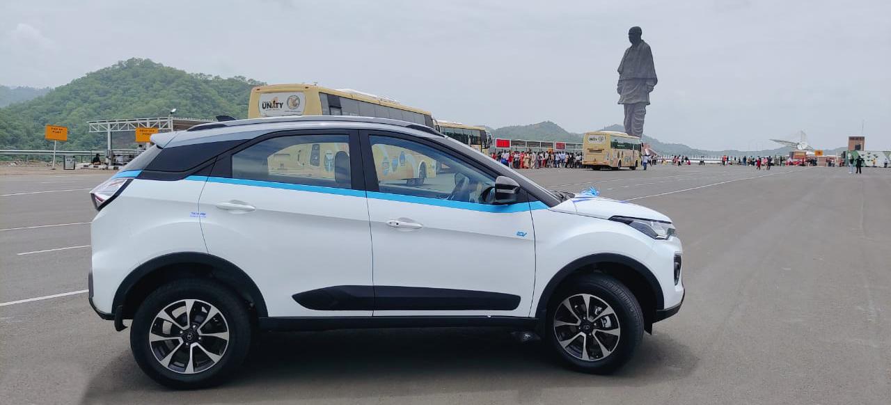 Tata Motors delivers 10 Nexon EVs to the Government of Gujarat